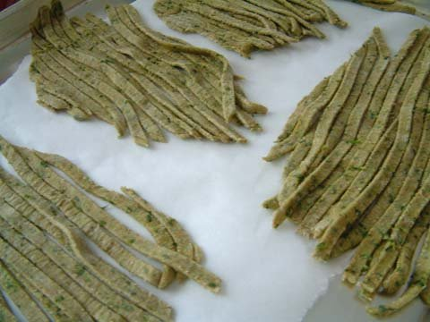 Yummy fresh whole wheat spinach pasta